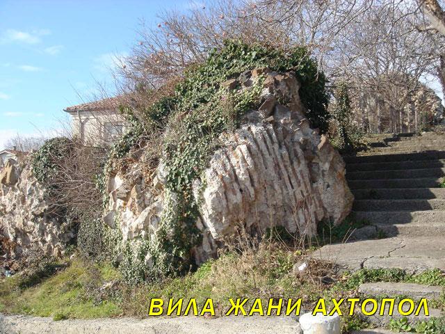 Крепостна стена в Ахтопол