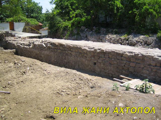 Част от крепостта Агатополис