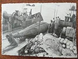 Автентична рибарска мрежа, живи риби, непоказвани артефакти
